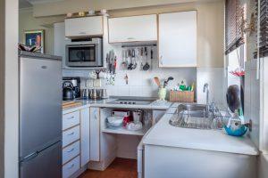Como embalar pratos e louças para a mudança